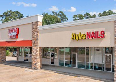 Lufkin Palms shopping center in Lufkin Texas featuring Tokyo Seafood & Steak House