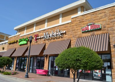 Main Street Plaza shopping center in Weatherford Texas, featuring Papa Johns, T Mobile, Alluring Spa, and Palm Beach Tan
