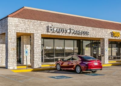 Park Place Plaza shopping center featuring tenant Kimberly's Beauty Parlour in Azle TX