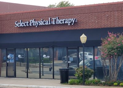Heritage Plaza shopping center in Midwest City Oklahoma featuring Select Physical Therapy