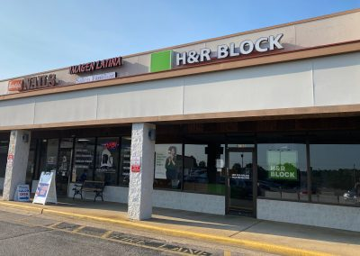Hickory Commons shopping center tenant H&R Block in Memphis TN